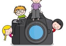 14690117-bambini-con-una-macchina-fotografica-divertente-isolato-su-sfondo-bianco